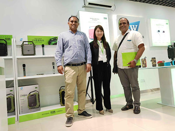 Mr.Rishi Hassamal from Mauritius came to visit us on Mar.18th