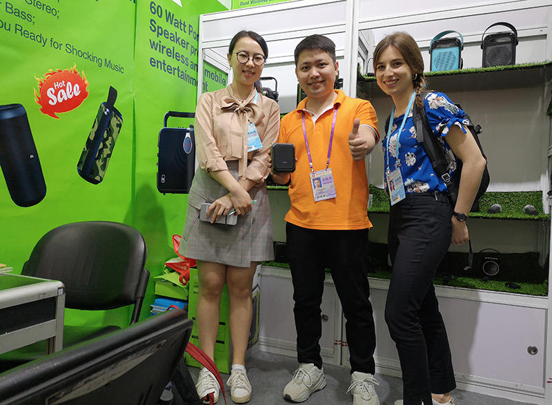 Look at two beautiful girls,We met with Iris and Hanna at Canton fair on 17th April.